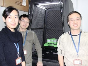 rofessor Yi Cao, right, and two of his students with the JPK ForceRobot system in the Institute of Biophysics at Nanjing University