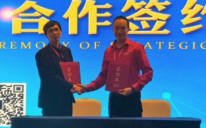 Tong Jishan, Director General of Hubei Laser Industry AssociationCarlos Lee, Director General of EPIC