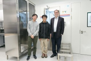 Prof George SMOOT first right and HKUST students under his supervision