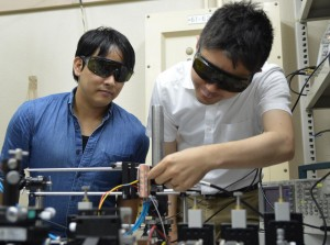 Researchers working with the MO Q-switched laser Left PhD candidate Ryohei Morimoto Right Assistant Professor Taichi Goto