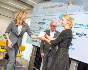 Confocalnls COO, Mariliis Tark-Dame, receives one of the winners awards in the Academic Startup Competition presented by Katja Berkhout International Director StartupDelta, one of the organisers image is courtesy of VSNU