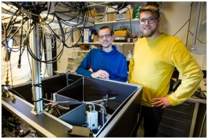Researchers Michael Zugenmaier and Karsten Dideriksen next to their experimental setup
