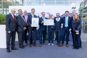 Presentation of the Innovation Award to Nanoscribe Representatives and jurors of the LASER World of Photonics, Dr Wilhelm Kaenders TOPTICA Photonics AG Johannes Lang, Andr Radke, Dr Timo Gissibl, Martin Hermatschweiler, Dr Michael Thiel Nanoscribe GmbH re