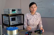 Professor Xiaoke Yi in the University of Sydney photonics research lab