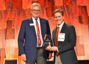 SPIE President Jim Oschmann presents Stephen Boppart with the 2019 SPIE Biophotonics Technology Innovator Award